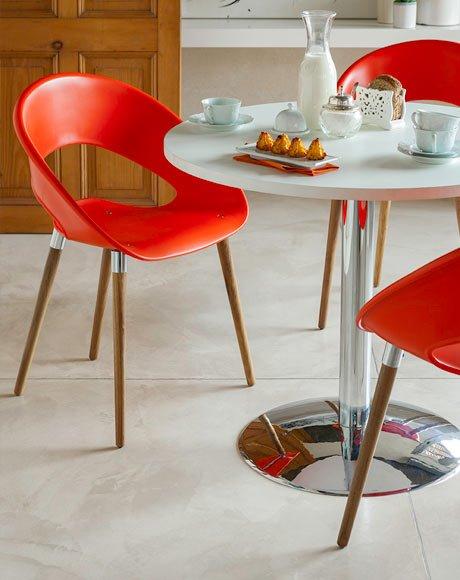 cadeira pes madeira - vermelha