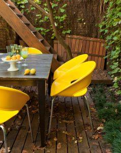 cadeira amarela empilhávelpés metal