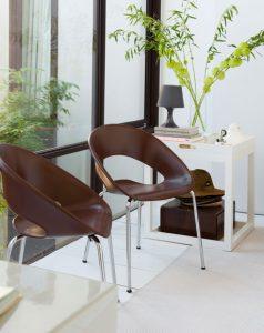 cadeira marrom pés metal