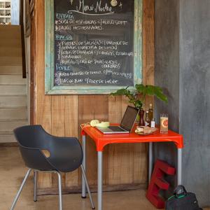 mesa de lanchonete laranja