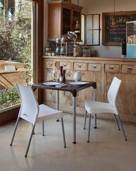 Mesa para lanchonete tampo pl stico colorido e p s met licos for Pedestales metalicos para mesas
