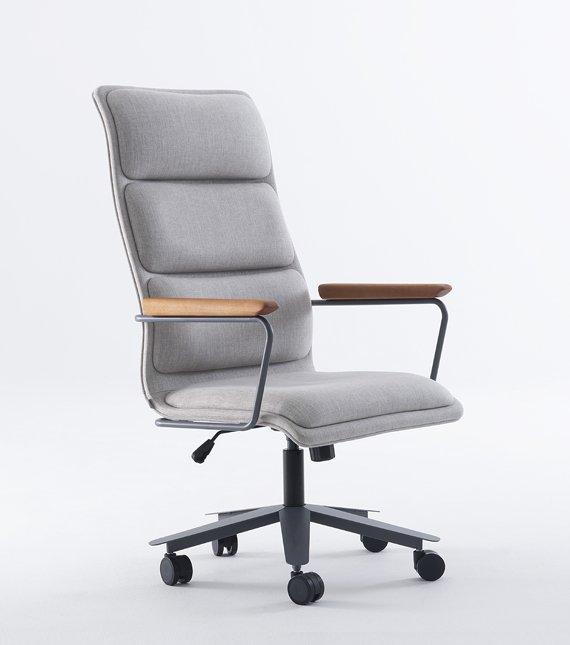 cadeira presidente cinza